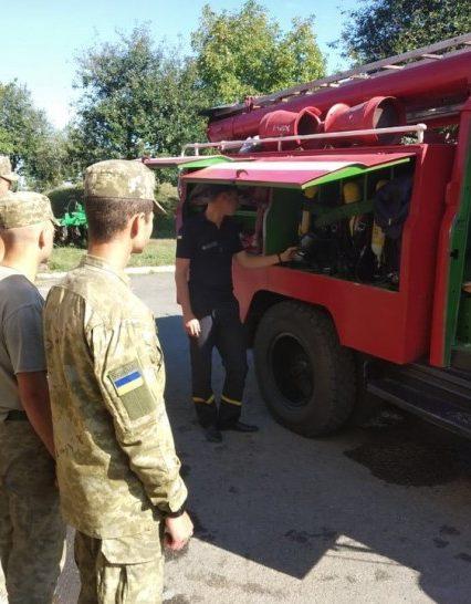Чопські рятувальники у взаємодії з прикордонниками провели тренування по гасінню умовної пожежі