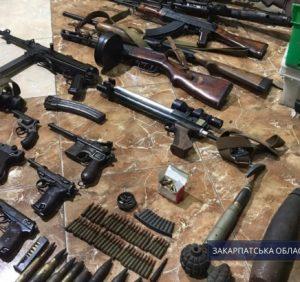 В ужгородського бізнесмена, який побив і утримував дівчину, виявили арсенал зброї (фото)