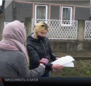 У закарпатки відбирають житло після смерті чоловіка. На її захист стають сусіди (відео)