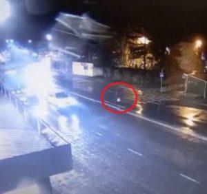 """В Ужгороді водій збив жінку-пішохода прямісінько на """"зебрі"""" (відео)"""