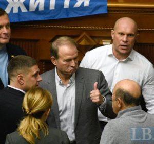 Санкції, медіаімперія і «труба» Медведчука. Все, що ви хочете знати (відео)