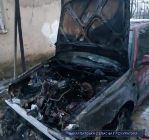 Підпал автомобіля в Ужгороді – прокуратура погодила підозру місцевому жителю (фото)