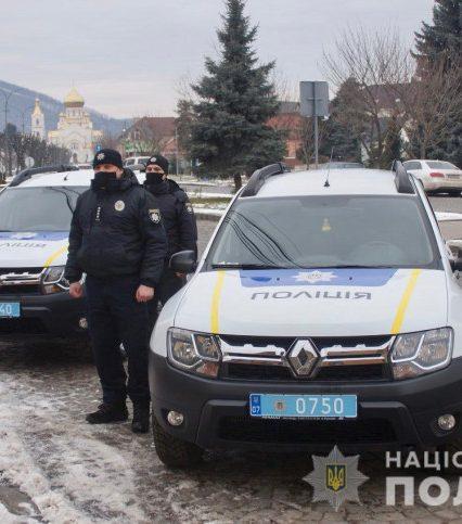 У Мукачеві поліцейським офіцерам громади вручили нові автомобілі (відео)