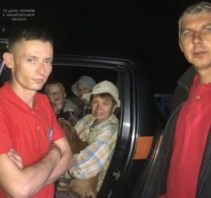 Ужгородські рятувальники відшукали в лісі жінку та двох дітей
