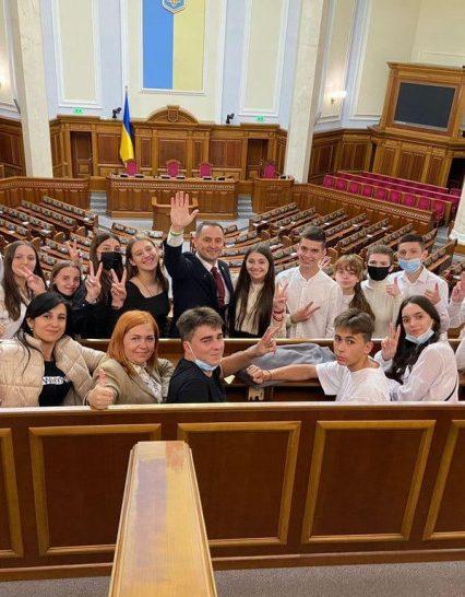 Прогулянка з нардепом: парламентар Михайло Лаба організував екскурсію Верховною Радою для школярів Закарпаття (фото)